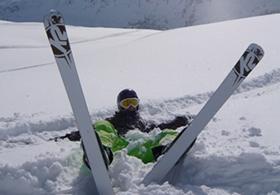 skifahrer_im_schnee