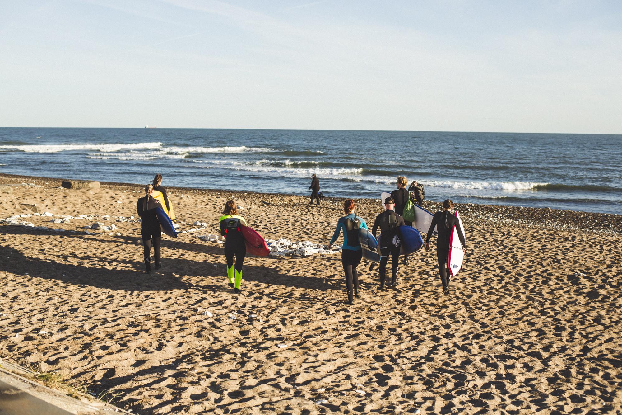 Surfkurs 7:30 Uhr - Der frühe Vogel bekommt die beste Welle