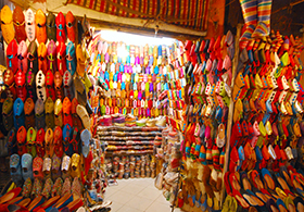 Colourful_shoes_in_Marrakech
