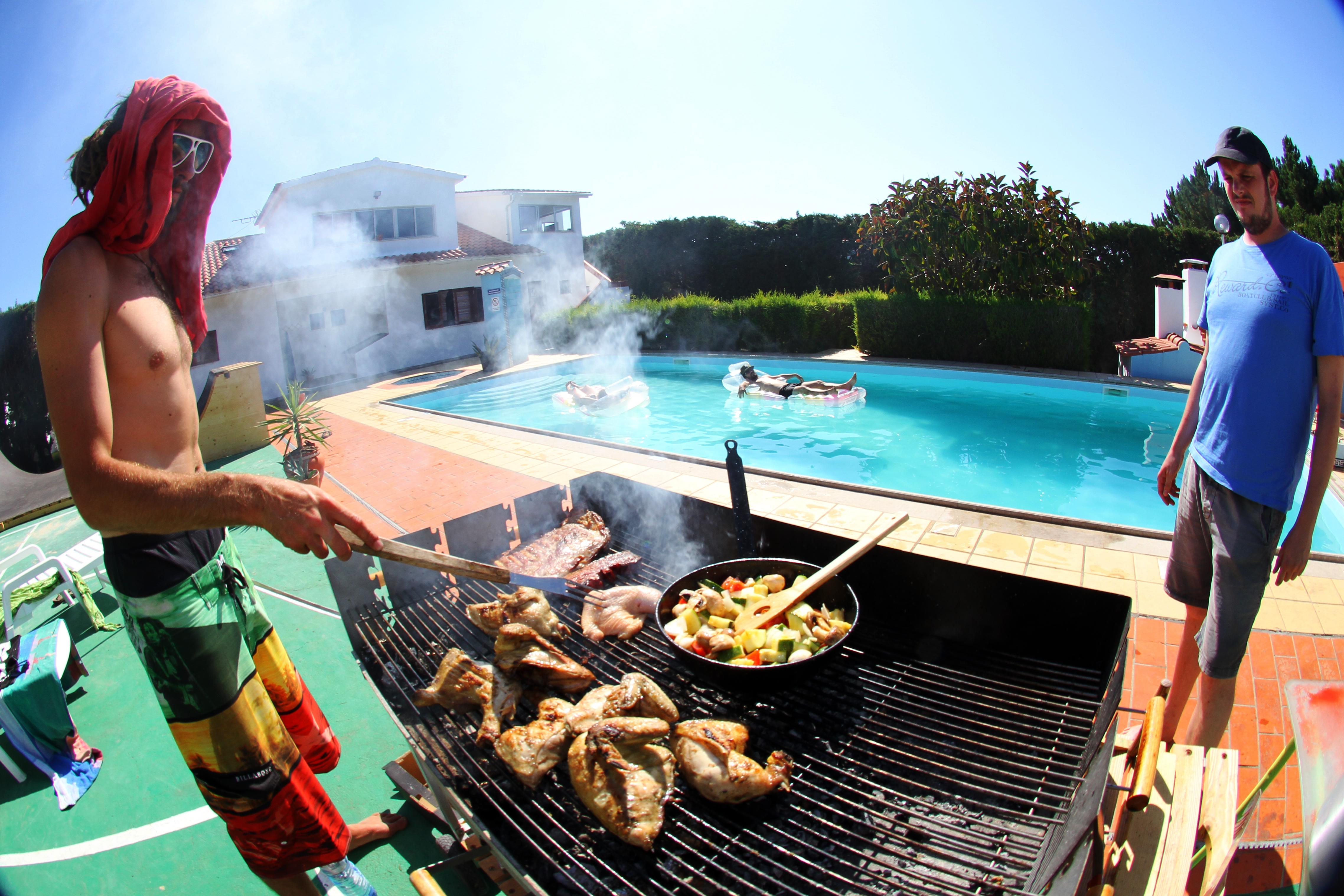 Lecker BBQ am Pool