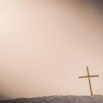 Kreuz im Nebel